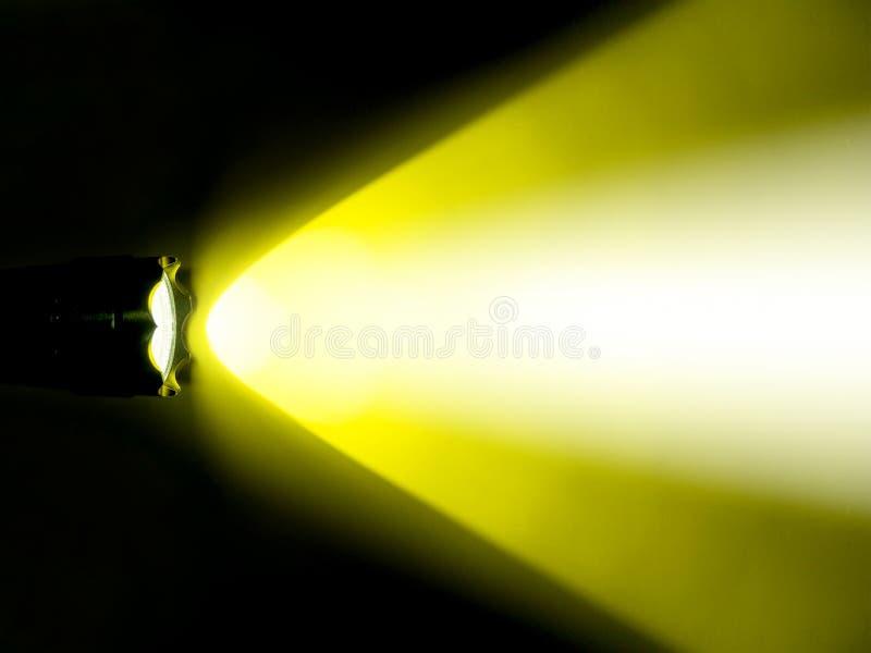 gelbes licht der fackel in der dunkelheit stockfoto bild von wei fackel 60314342. Black Bedroom Furniture Sets. Home Design Ideas
