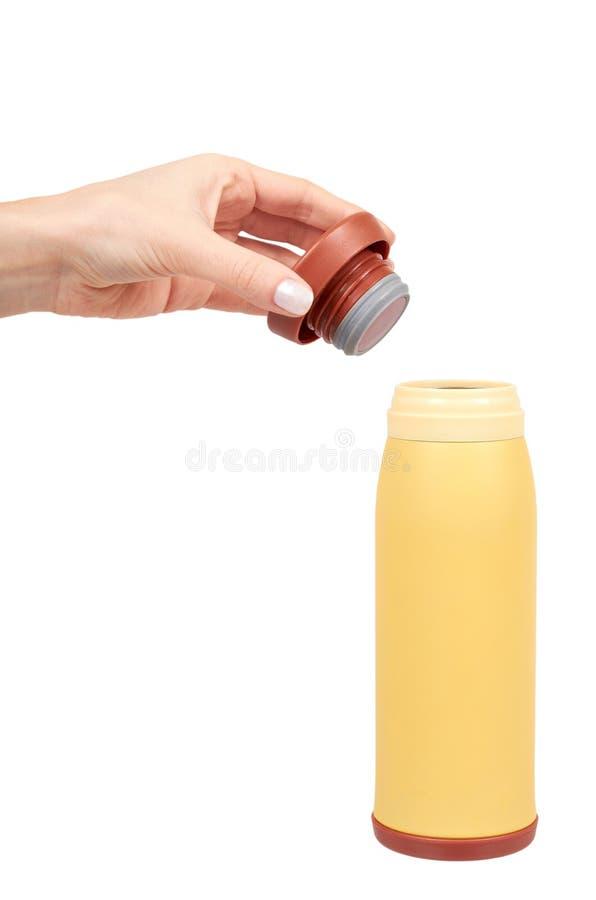 Gelbes Metallthermosflasche für heiße Getränke, Reisekonzept stockfoto