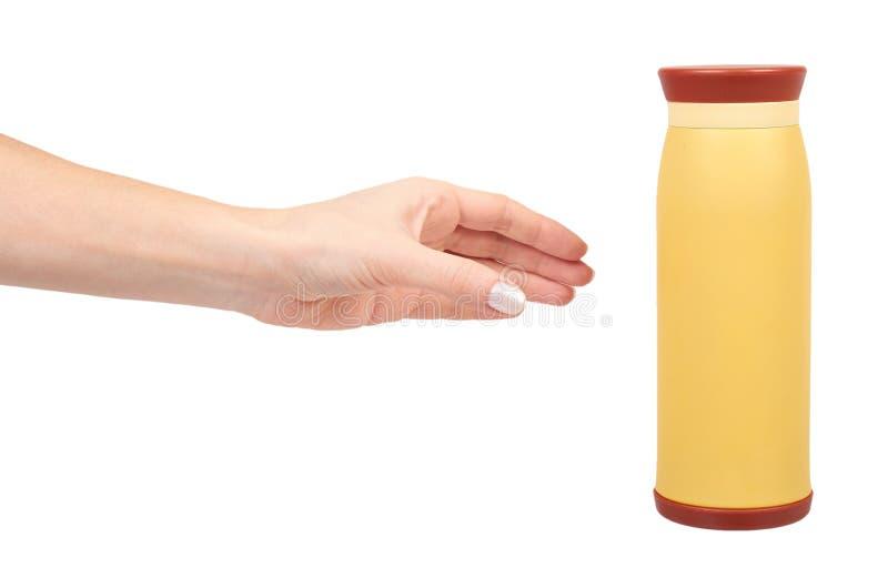 Gelbes Metallthermosflasche für heiße Getränke, Reisekonzept lizenzfreie stockfotos