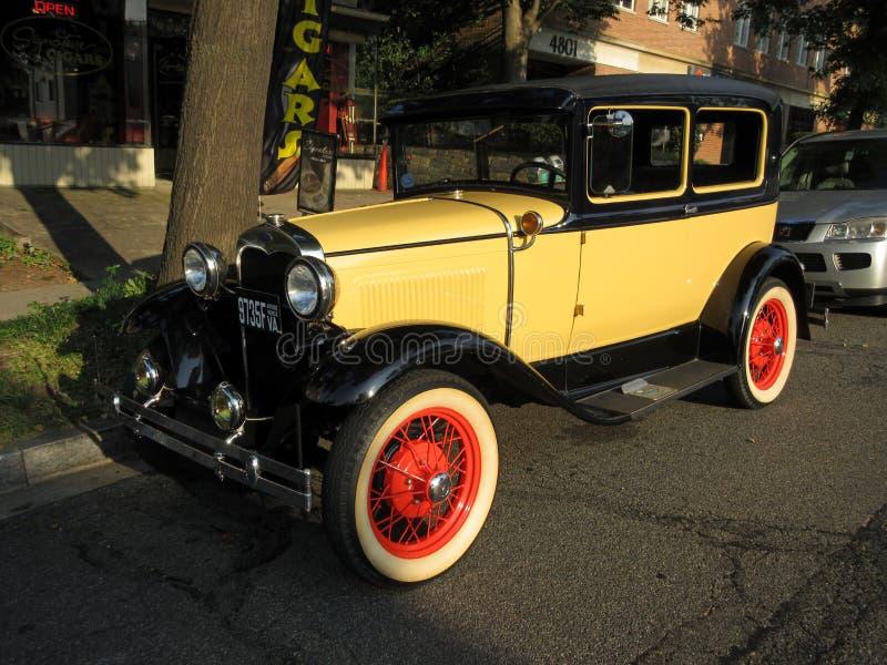 Gelbes Modell Ford Automobile stockfotos