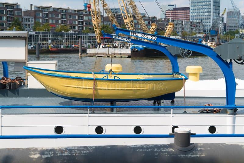 Gelbes Rettungsboot lizenzfreie stockfotos