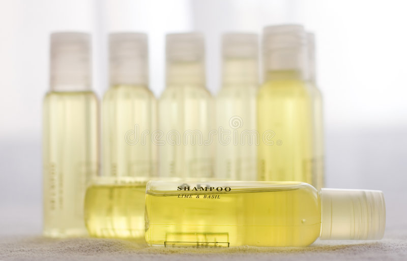 Gelbes Shampoo stockbilder