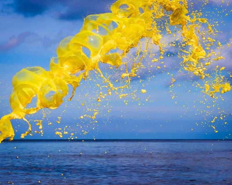 Gelbes Watercolourspritzen stockbilder