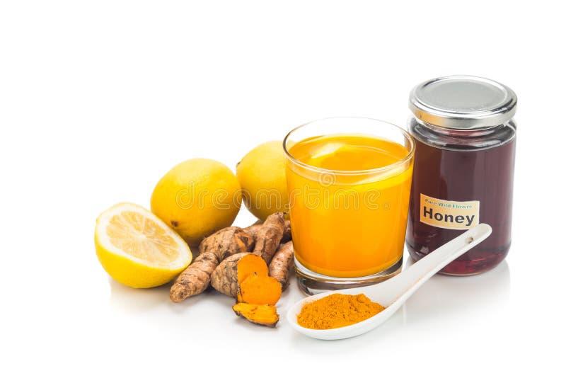 Gelbwurzwurzeln mit Zitronen- und Honiggetränken, starkes heilendes bev stockfotos