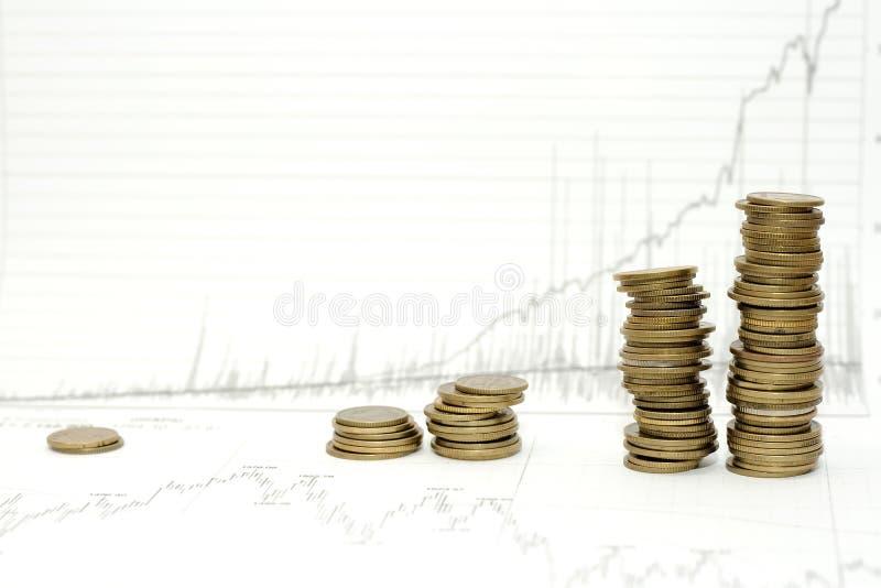 Geld über Geschäftsdiagramm lizenzfreies stockfoto