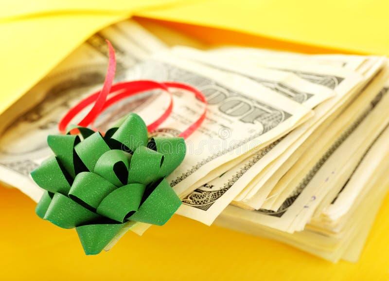 Geld als Geschenk lizenzfreie stockfotos