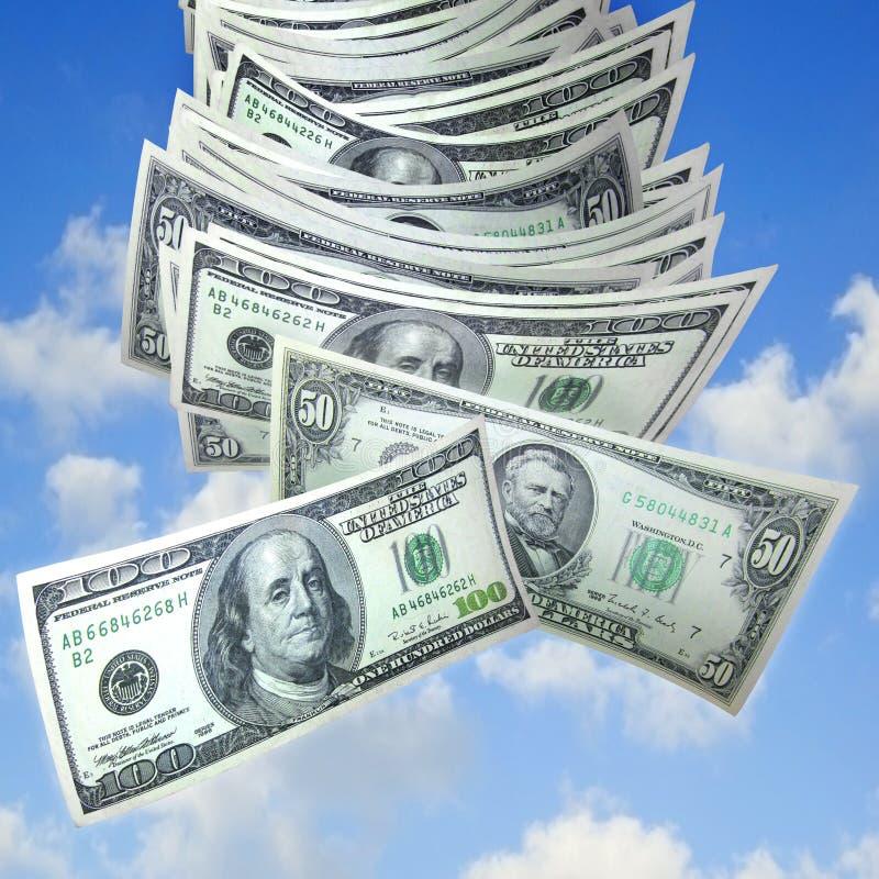 Geld, das vom Himmel fällt lizenzfreies stockfoto