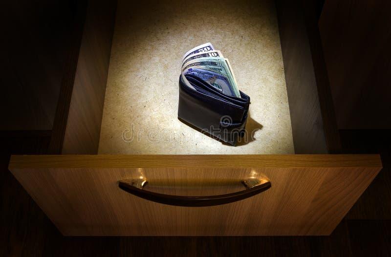 Geld in der Geldbörse stockfotos