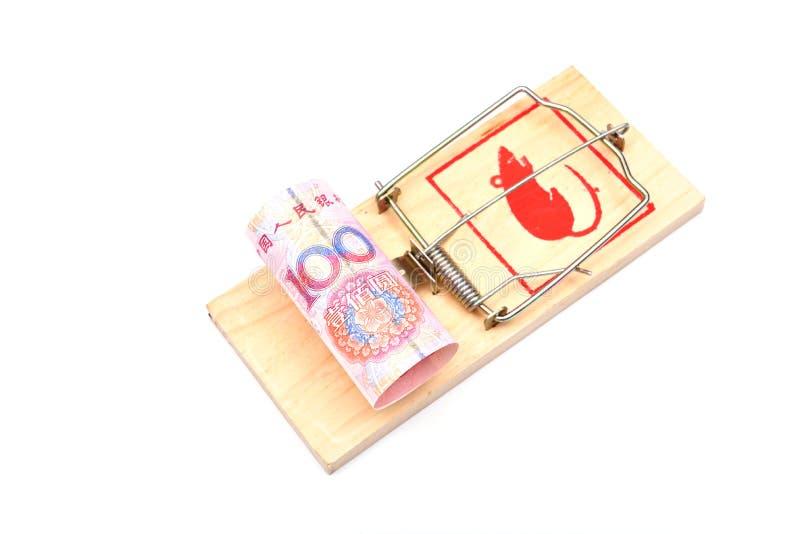 Geld in einem Mousetrap lizenzfreies stockfoto