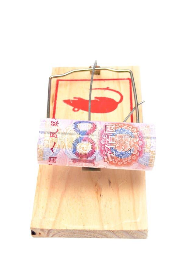Geld in einem Mousetrap lizenzfreie stockfotografie