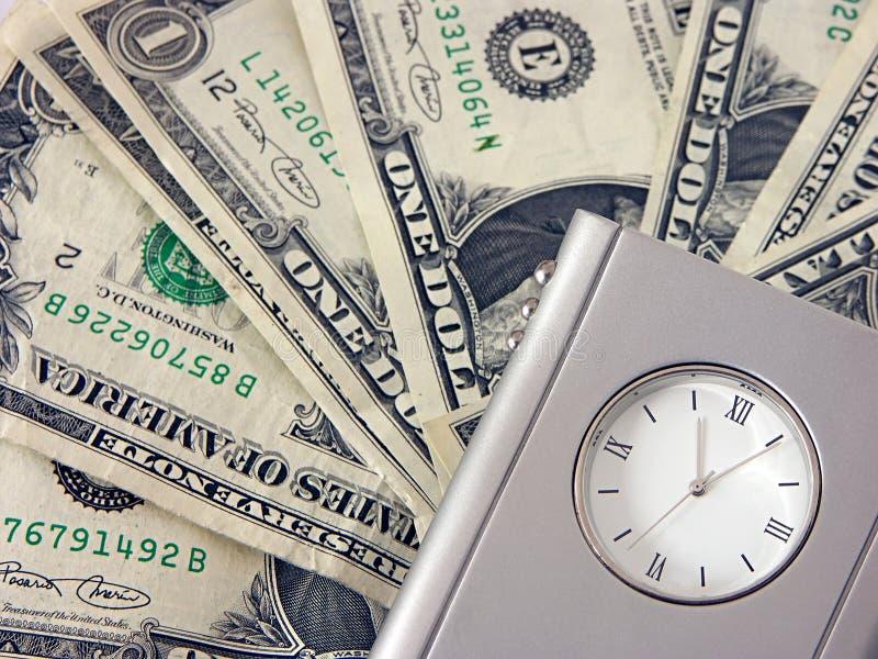 Geld en klok stock foto's