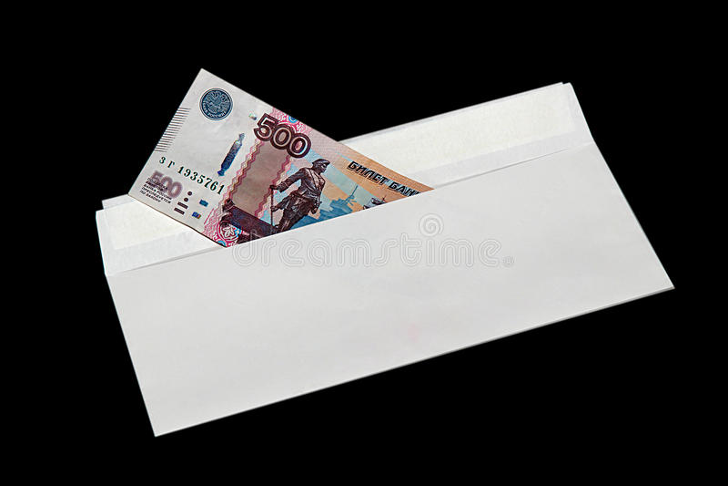 Geld in envelop op zwarte achtergrond royalty-vrije stock fotografie