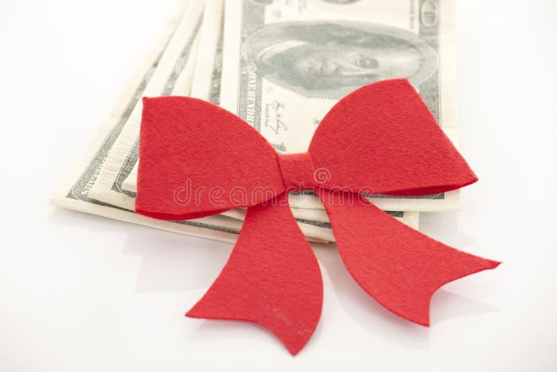 Geld, gift in rode boog wordt verpakt die royalty-vrije stock afbeelding