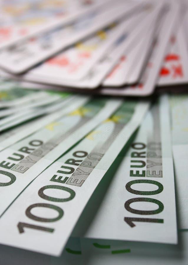 Geld, kaart en casino stock afbeeldingen