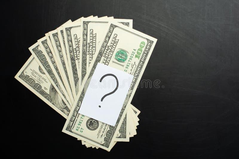 Geld mit einem Fragezeichen, einem Konzept, damit wo, Investition und Ablagerung aufwenden lizenzfreie stockfotos