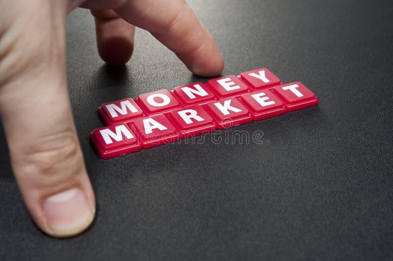 Geld op de markt stock foto's