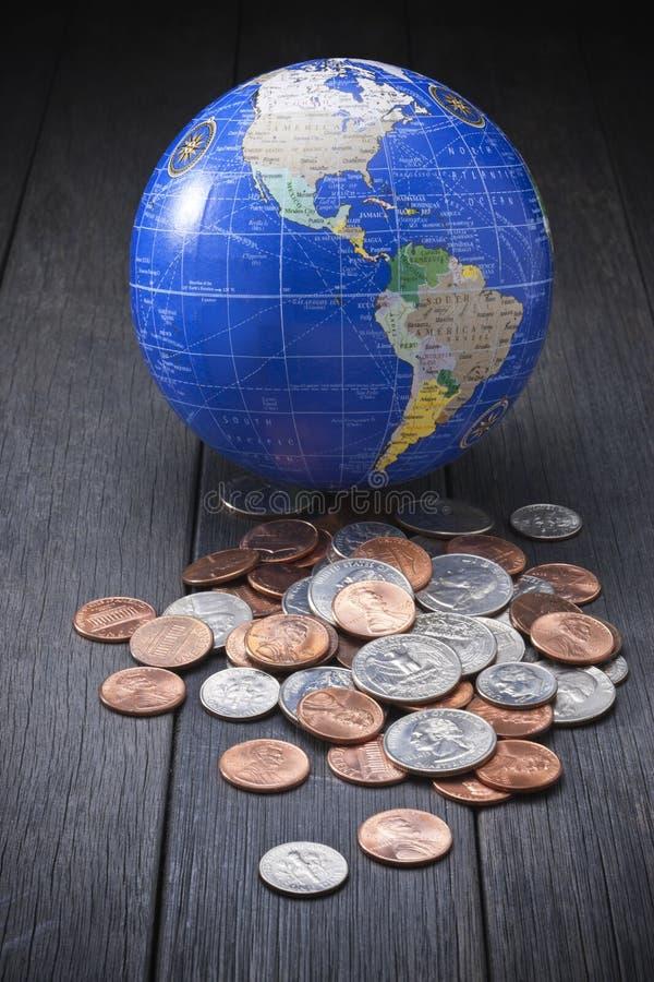 Geld prägt globales Geschäft stockbild