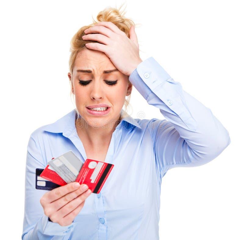 Geld-Probleme betonten Frauen-Holding-Kreditkarten stockfotografie