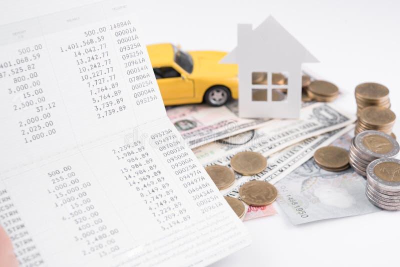 Geld, stapelmuntstuk met rekeningsboek en document huis, auto stock foto's