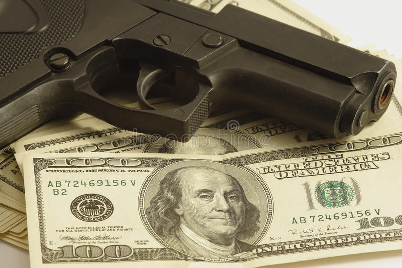 Geld und Gewehr lizenzfreies stockfoto