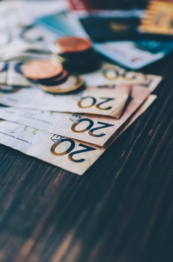 Geld und Karten lizenzfreie stockfotos