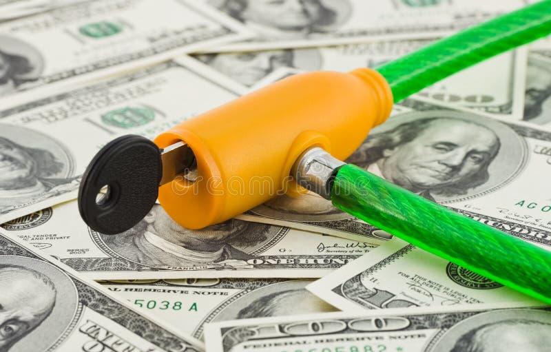 Geld und Verschluss lizenzfreie stockfotografie