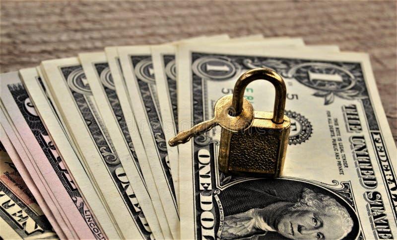Geld unter Verschluss stockbilder