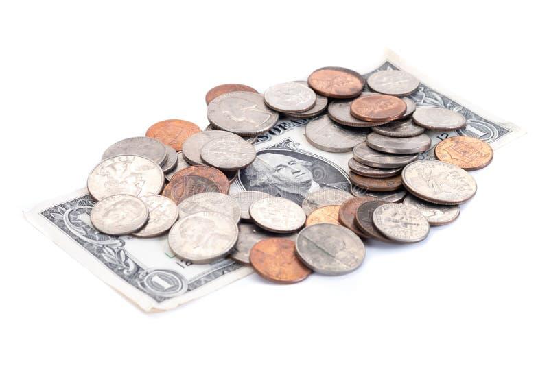 Geld, US-Dollars Banknoten, Penny, Nickel, Groschen, Viertel auf einem weißen Hintergrund stockbilder