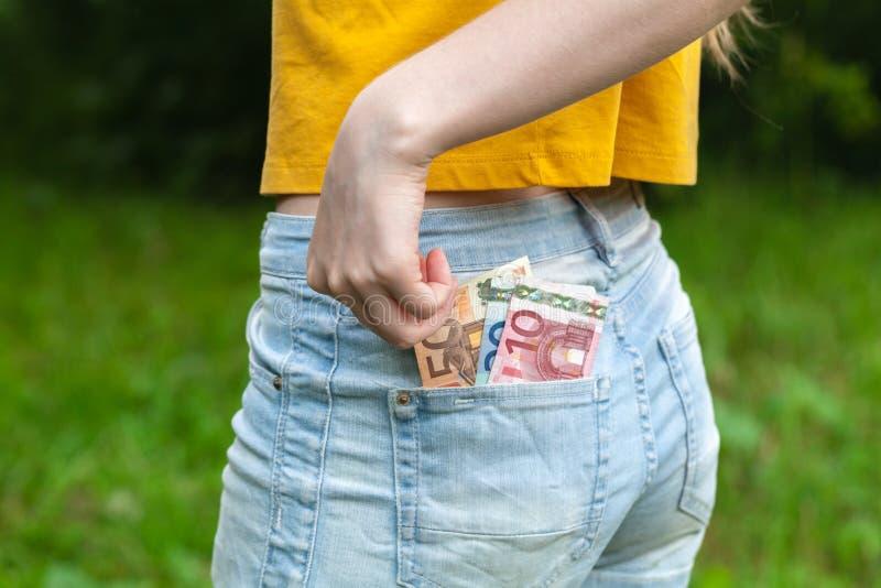 Geld in uw zak stock foto's
