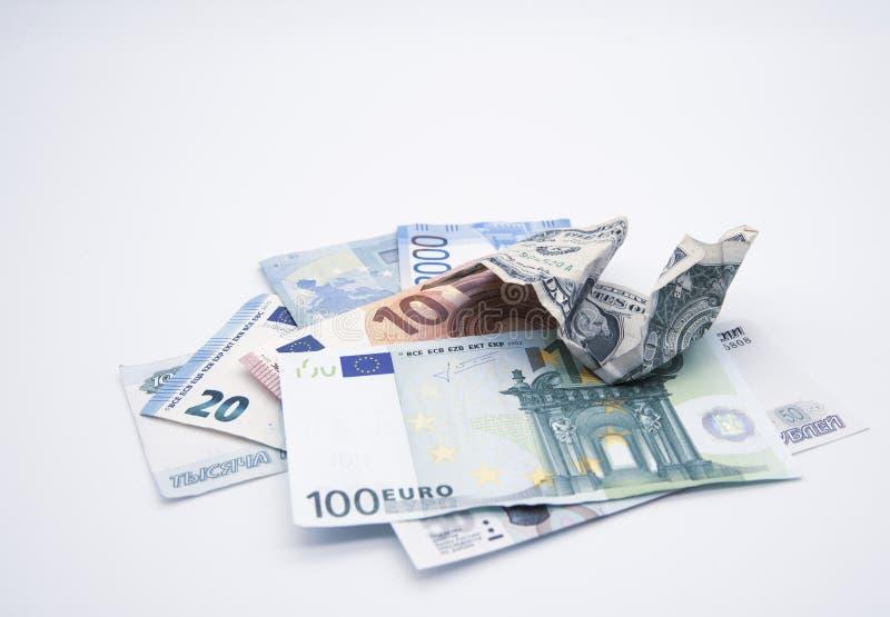 Geld van verschillende landen, dollar, euro, roebel en één gemiste dollar bovenop stock fotografie