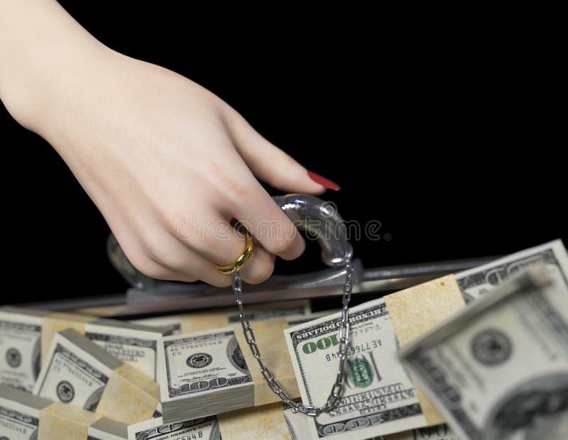 Geld voor het geval dat en vrouwenhand met trouwringhuwelijk van gemakconcept royalty-vrije stock afbeelding