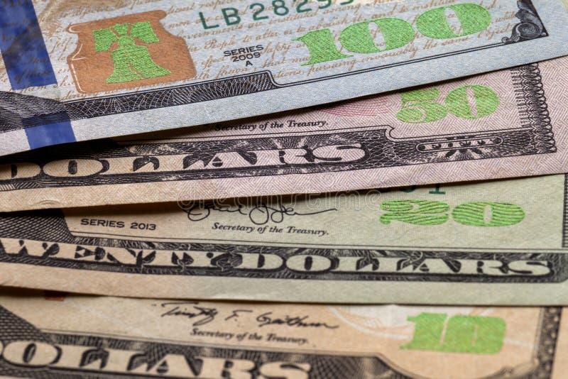 Geld-, Wohlstands- und Finanzkonzept Abstrakter heller Hintergrund von amerikanischen Landeswährungsbanknoten USA, Details von or lizenzfreie stockbilder