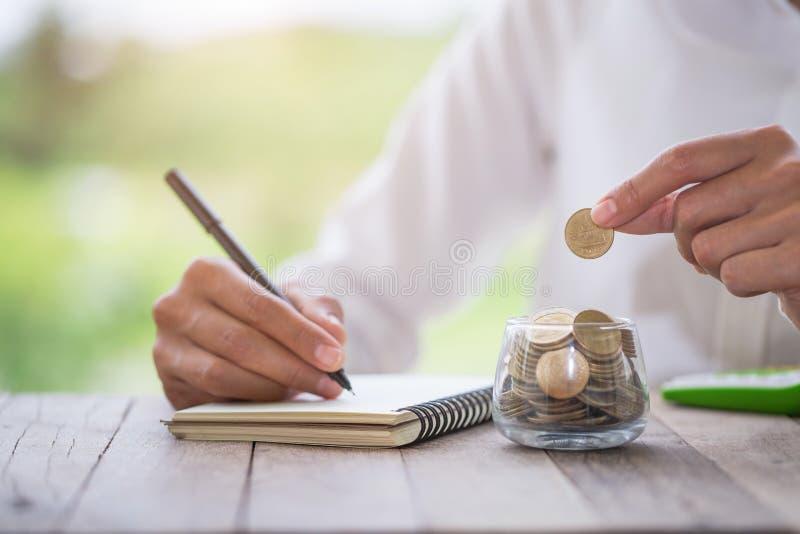 Geldbesparingen, investering, die geld voor het toekomstige, financi?le concept van het rijkdombeheer maken stock fotografie