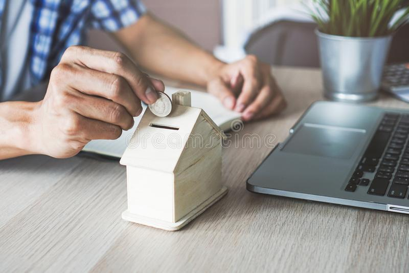 Geldeinsparung für Investition im Eigentum lizenzfreies stockfoto