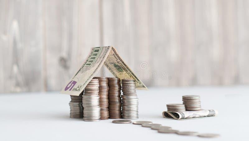 Geldhaus von uns Centmünzen lizenzfreies stockfoto