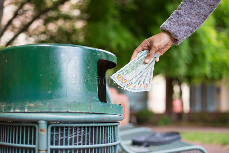 Geldverschwendung lizenzfreie stockfotografie