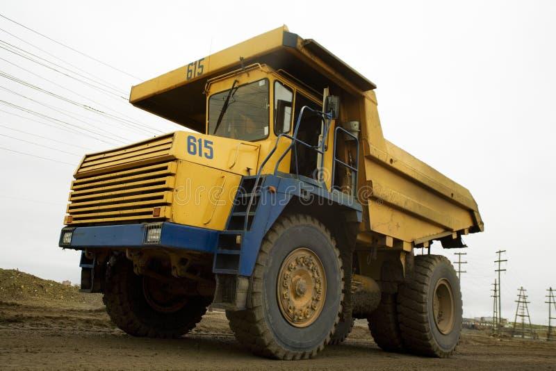 Gele 40t vrachtwagen royalty-vrije stock fotografie