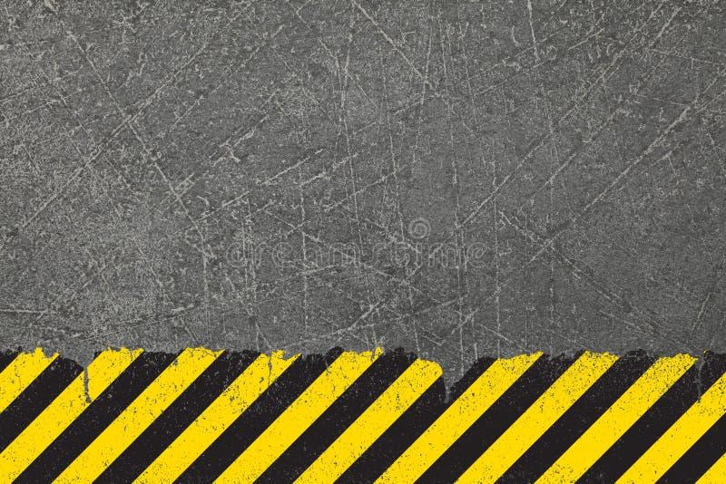 Gele achtergrond met het zwarte teken van het grungegevaar stock afbeelding