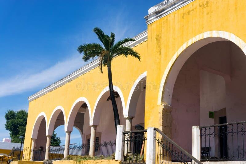 Gele Architectuur in Izamal, Mexico stock afbeelding