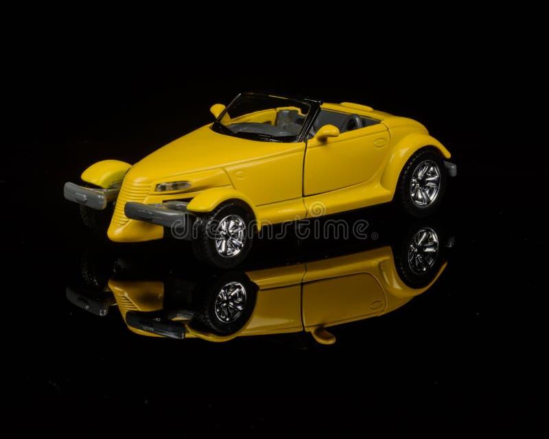 Gele auto royalty-vrije stock afbeeldingen