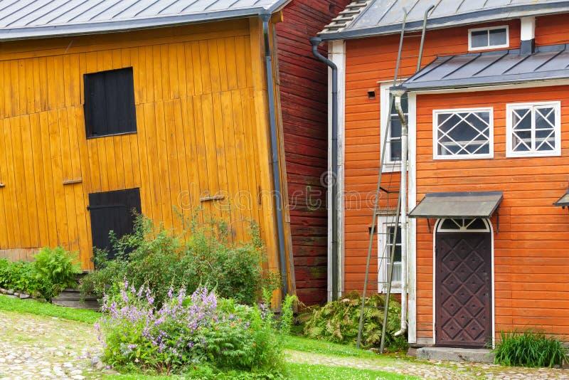 Gele blokhuizen langs de straat, Porvoo royalty-vrije stock afbeeldingen