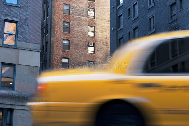 Gele cabine in New York stock afbeeldingen