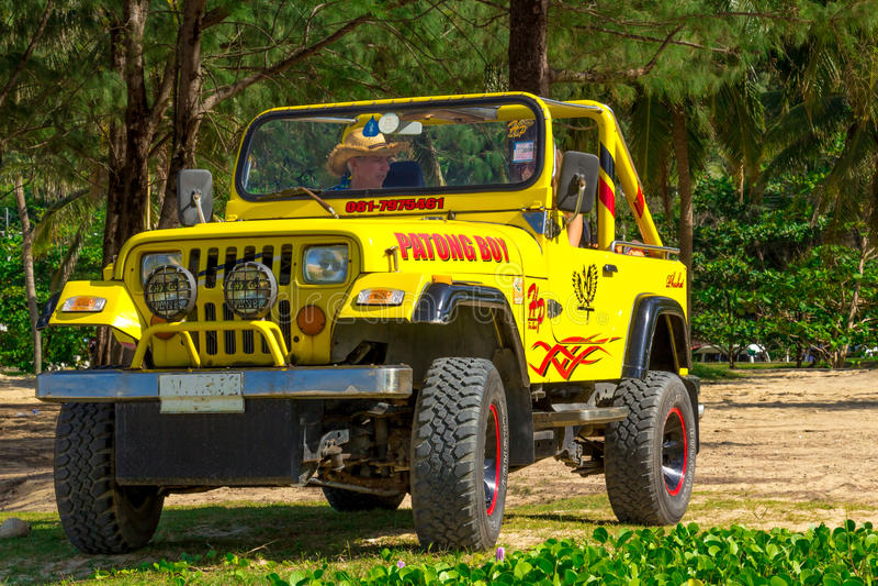 Gele convertibele Jeep royalty-vrije stock afbeelding