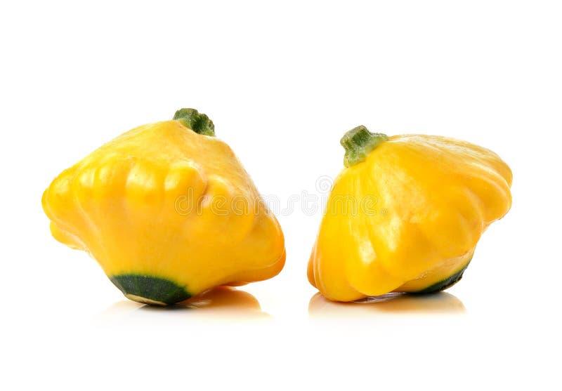 Gele courgettepompoen op witte achtergrond stock foto's