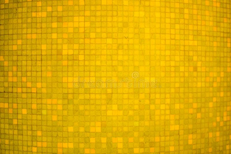 Gele de muurachtergrond en textuur van het kleuren ceramische mozaïek royalty-vrije stock foto