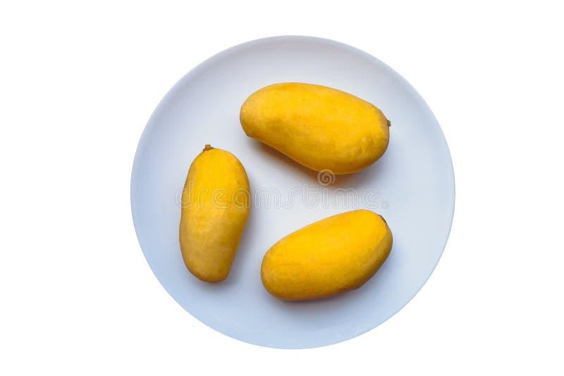 Gele die Mango's op een witte achtergrond worden geïsoleerd royalty-vrije stock afbeelding