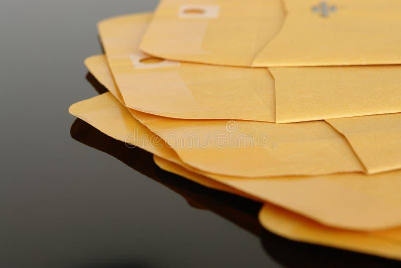 Gele document enveloppen royalty-vrije stock fotografie