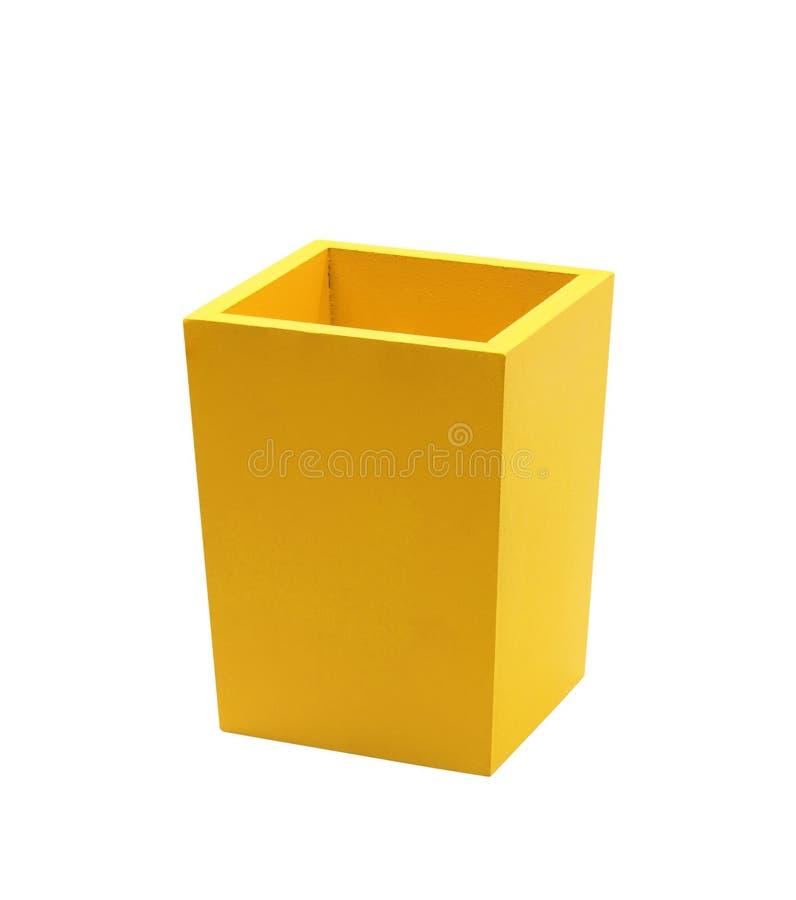 Gele doos die op wit wordt geïsoleerd stock afbeelding