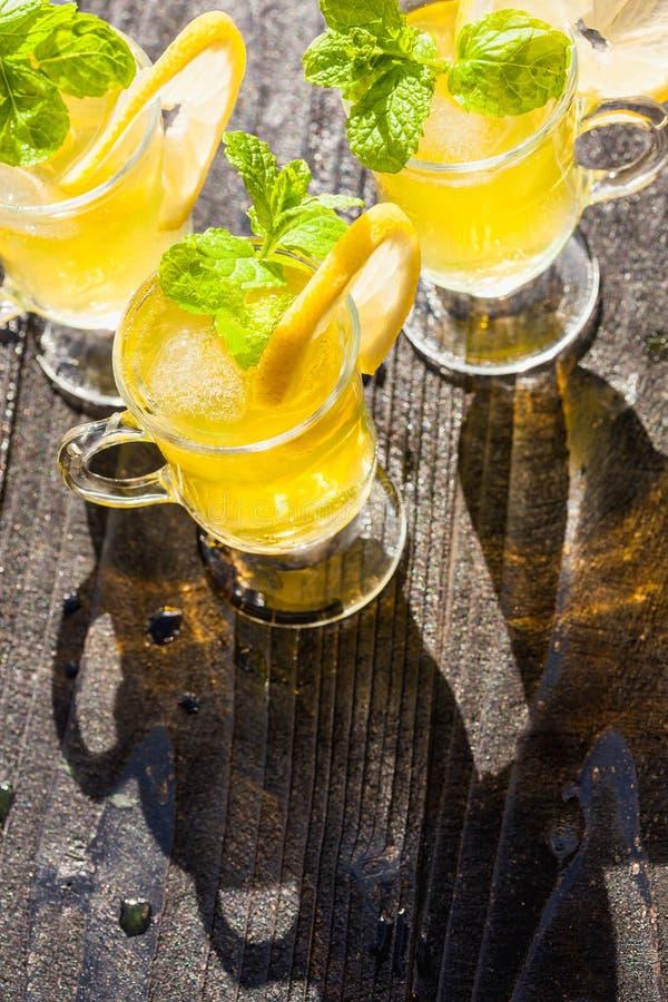 Gele dranken stock fotografie