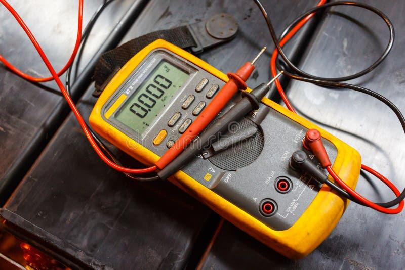 Gele elektro Multimeter stock afbeeldingen